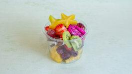 פירות טריים קלופים לאכילה